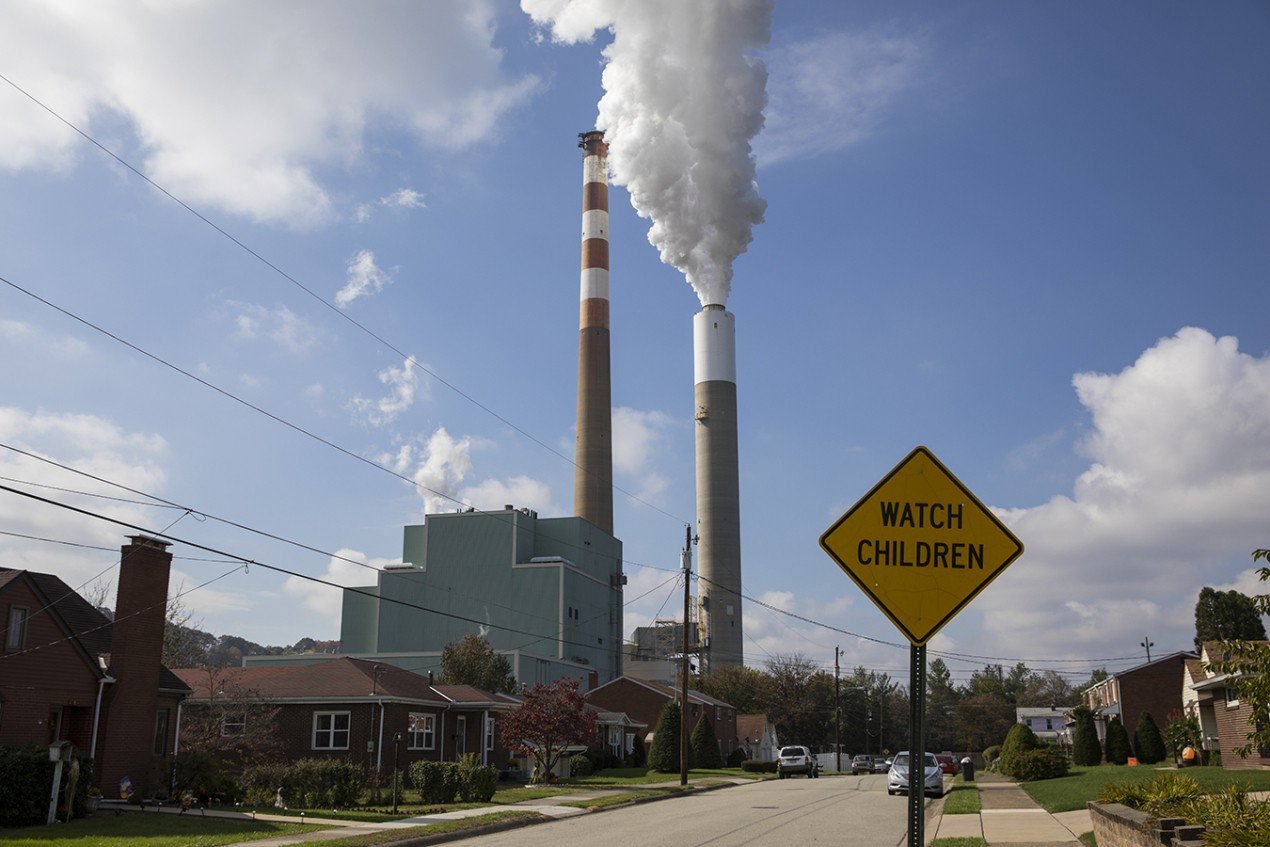 gettyimages-874051518_environmental_pollution_1350---A-view-of-the-Cheswick-coal-burning-power-plant-in-2017-in-Springdale---Pa.-Robert-Nickelsberg---Getty-Images